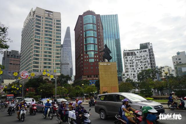 Tu sửa hai tượng đài quen thuộc với người Sài Gòn: Thánh Gióng, Trần Hưng Đạo - Ảnh 1.