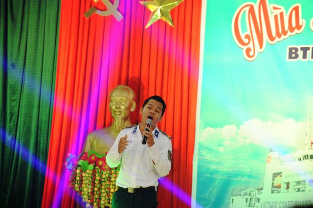 Nghệ sĩ TP HCM giao lưu với chiến sĩ Vùng Cảnh sát biển 2 - Ảnh 4.