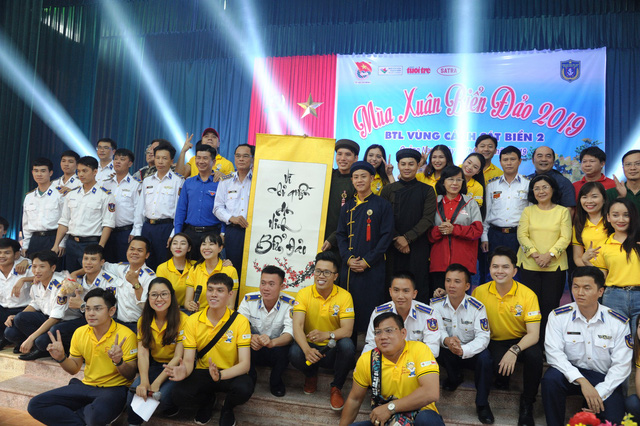Nghệ sĩ TP HCM giao lưu với chiến sĩ Vùng Cảnh sát biển 2 - Ảnh 9.