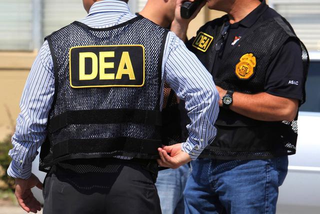 Siêu sao chống ma túy sống phè phỡn nhờ băng đảng buôn ma túy - Ảnh 1.