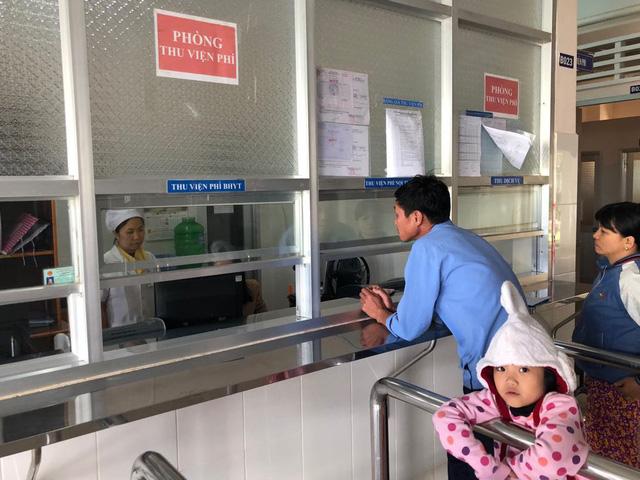 Tăng giá dịch vụ y tế với người không có thẻ BHYT - Ảnh 1.