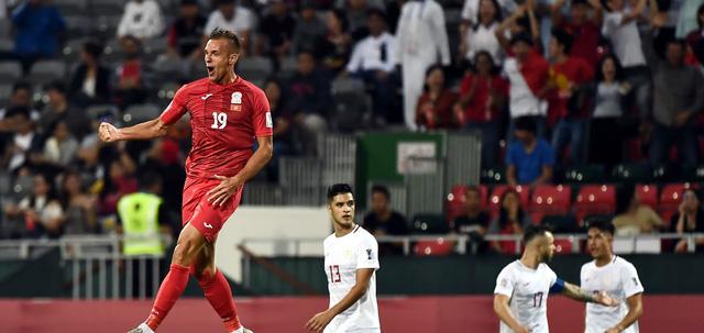 Thắng Philippines 3-1, Kyrgyzstan gây áp lực lên Việt Nam - Ảnh 1.