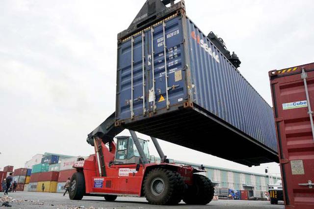 Container ứ đọng vì thông tư, doanh nghiệp lãnh đủ - Ảnh 1.