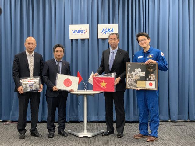Nhật Bản tặng hiện vật cho bảo tàng Vũ trụ đầu tiên của Việt Nam - Ảnh 1.