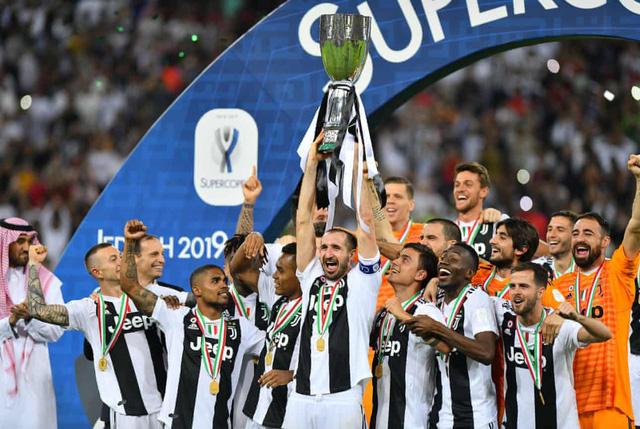 Ghi bàn vào lưới Milan, Ronaldo giành danh hiệu đầu tiên với Juventus - Ảnh 2.