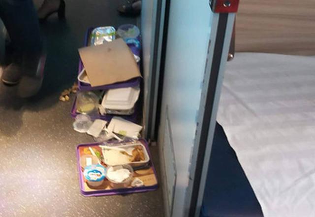 Đường sắt ngưng phát suất ăn miễn phí trong dịp tết - Ảnh 1.