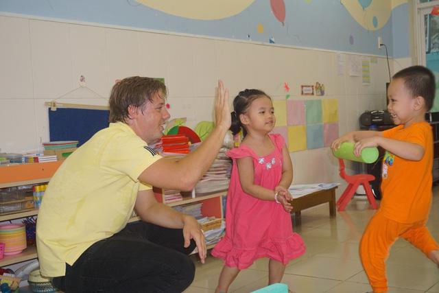 Khách nước ngoài đến thăm trường ở TP.HCM phải xin phép trước 10 ngày