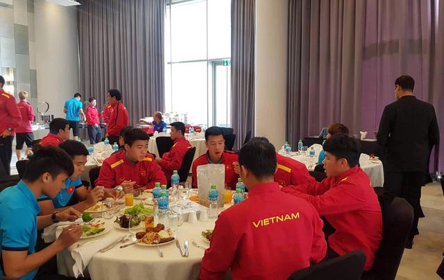 Tuyển Việt Nam đến Dubai chuẩn bị cho trận gặp Jordan - Ảnh 1.