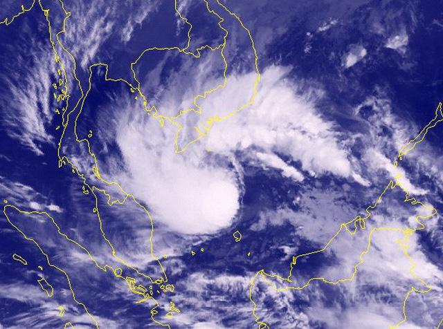 Lốc xoáy, gió giật mạnh đe dọa Nam Bộ - Ảnh 1.