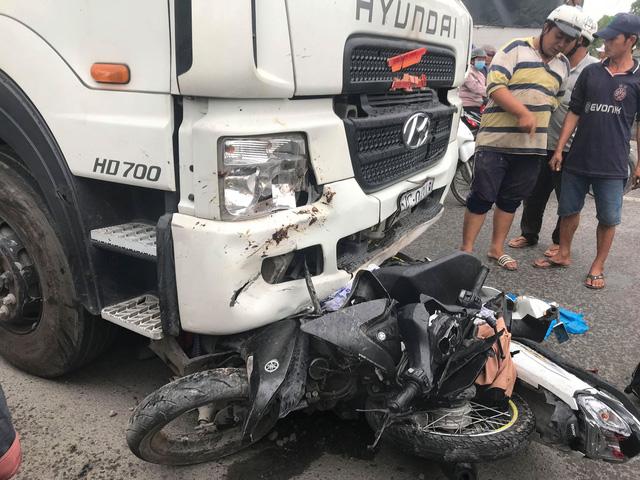 Xe container tông 21 xe máy dừng đèn đỏ, nhiều người chết - Ảnh 4.