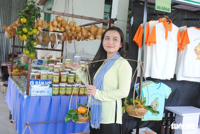 Quýt hồng Lai Vung vào vụ chín, thu hút khách tham quan - Ảnh 2.