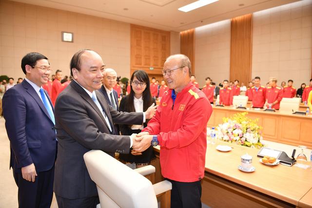 Thủ tướng Nguyễn Xuân Phúc điện thoại chúc mừng tuyển Việt Nam - Ảnh 1.