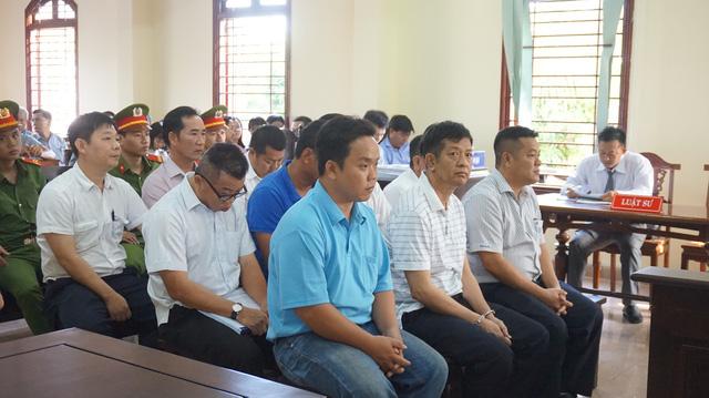 Tạm hoãn phiên tòa xét xử nguyên giám đốc Vietcombank Tây Đô - Ảnh 1.