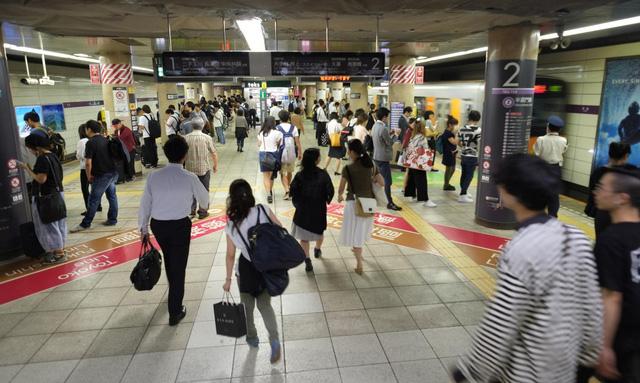 Nhật Bản: Đi tàu điện ngầm ngoài giờ cao điểm được tặng suất ăn - Ảnh 1.