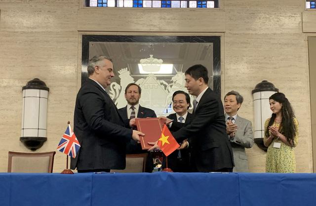 Viện Kế toán công chứng Anh và Xứ Wales ký bản ghi nhớ với Bộ GD-ĐT - Ảnh 1.