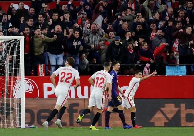 Barcelona thua trắng 0-2 ở tứ kết Cúp nhà vua - Ảnh 2.