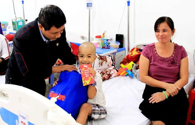 Mang tết đến với bệnh nhi ung thư ở Huế - Ảnh 3.