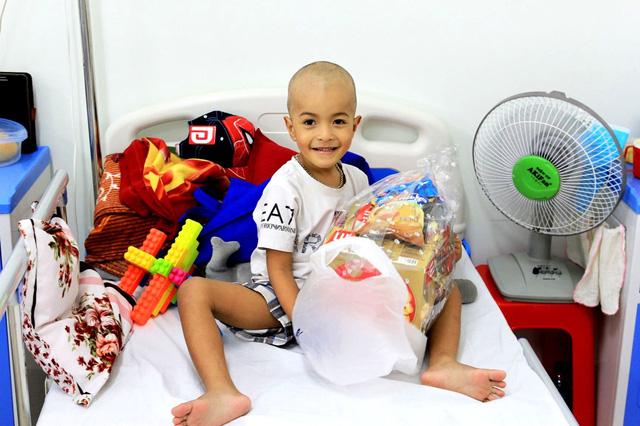 Mang tết đến với bệnh nhi ung thư ở Huế - Ảnh 2.