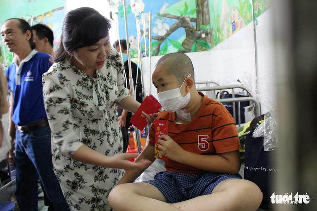 Mang Xuân yêu thương đến với bệnh nhi ung thư - Ảnh 2.