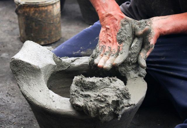 Lò gốm cuối cùng ở xóm Lò Gốm với nghề làm ông Táo - Ảnh 3.