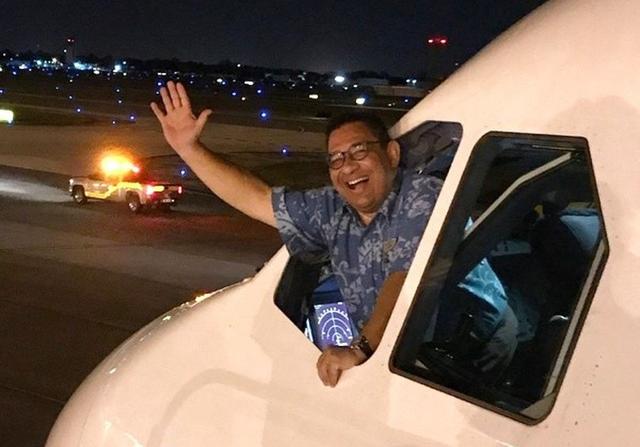 Máy bay Hawaiian Airlines đổi hướng hạ cánh khẩn vì tiếp viên đột tử - Ảnh 1.