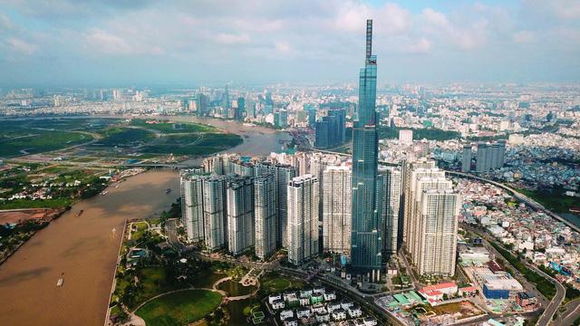 TP.HCM bắn pháo hoa giao thừa tại tòa nhà Landmark cao nhất nước - Ảnh 1.