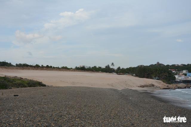 Nghiên cứu hồ sơ sai phạm, chuyển cơ quan điều tra vụ san ủi bãi đá 7 màu - Ảnh 2.