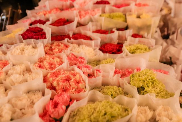 Đêm không ngủ những ngày giáp Tết ở chợ hoa Quảng An - Ảnh 11.