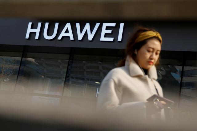 Trung Quốc phản ứng dữ dội với các cáo buộc của Mỹ với Huawei - Ảnh 1.