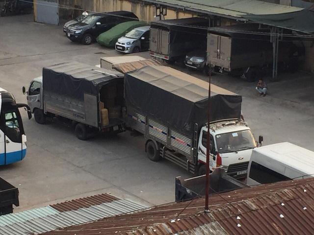 Pháo lậu, hàng lậu chở bằng xe tải từ Campuchia về TP.HCM. - Ảnh 1.