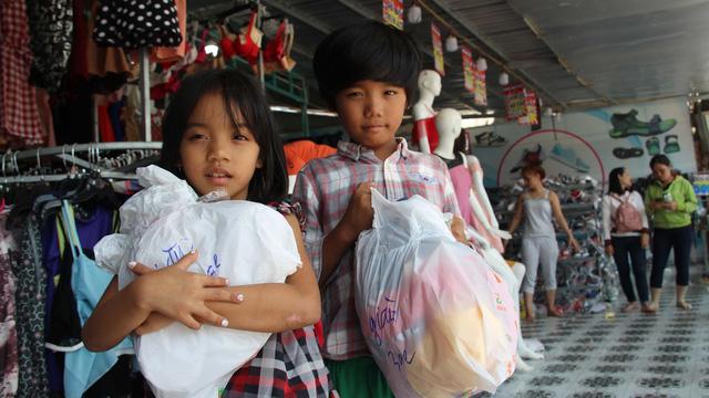 Niềm vui ngày tết của những đứa trẻ du mục Phú Quốc - Ảnh 1.