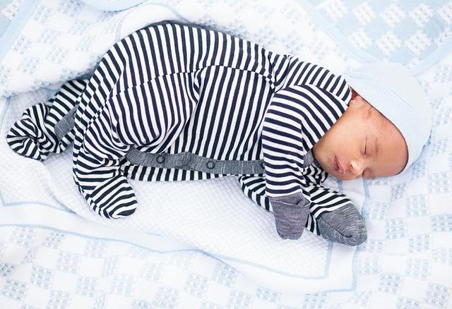 Tư thế thích hợp của trẻ sơ sinh - Ảnh 1.