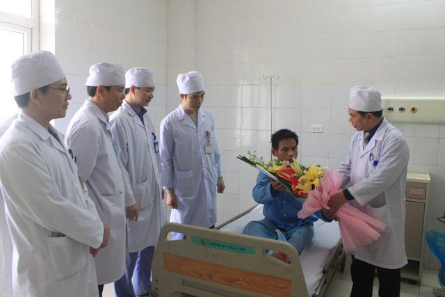 Bệnh viện Thanh Hóa thay động mạch chủ nhân tạo thành công - Ảnh 1.