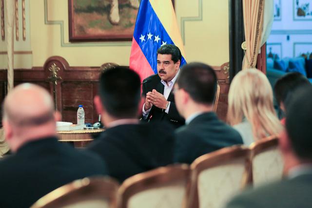 Mỹ cảnh báo các bên không giao dịch vàng và dầu với Venezuela - Ảnh 1.
