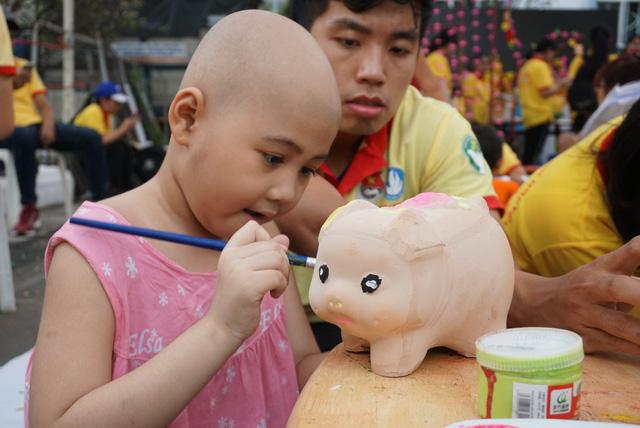 Bữa tiệc tất niên 0 đồng của bệnh nhi ung thư - Ảnh 1.
