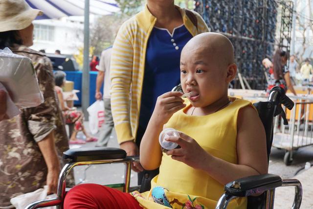 Bữa tiệc tất niên 0 đồng của bệnh nhi ung thư - Ảnh 11.