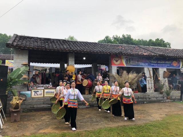 """""""Xuân sum họp"""" tại Làng Văn hóa Du lịch các dân tộc Việt Nam - Ảnh 1."""