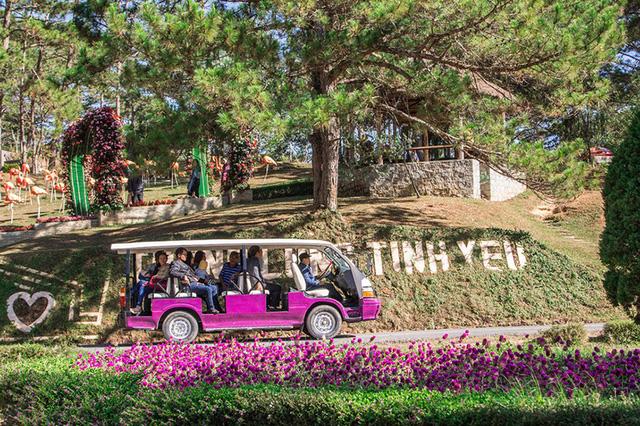Lâm Đồng đưa xe điện phục vụ tham quan du lịch ở Đà Lạt - Ảnh 1.