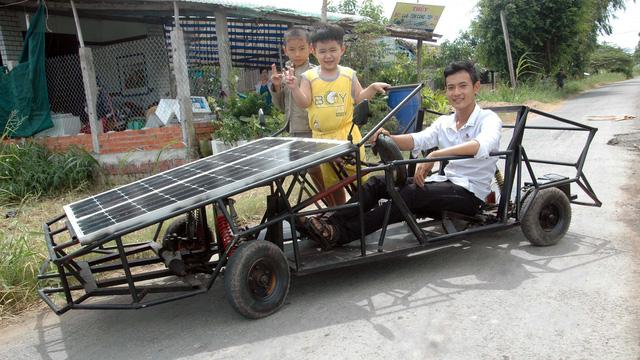 Xe năng lượng mặt trời của chàng trai bổ túc - Ảnh 1.
