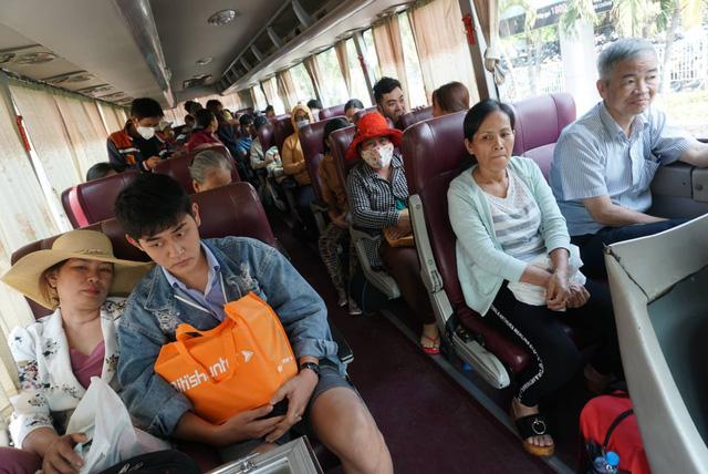 Ngày 26 Tết, khách đi tàu SE8 từ ga Sài Gòn sẽ phải lên tàu 2 lần - Ảnh 1.