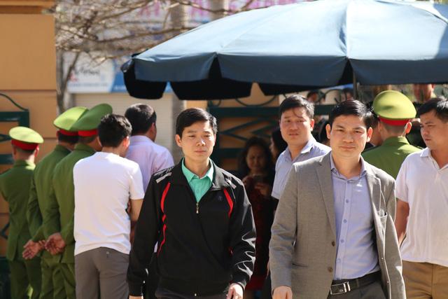 Bác sĩ Hoàng Công Lương bị tuyên phạt 42 tháng tù - Ảnh 1.