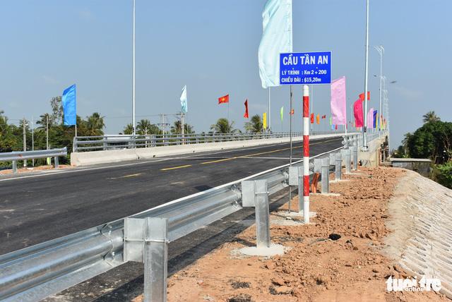 Khánh thành cầu Tân An lớn nhất tỉnh An Giang - Ảnh 1.