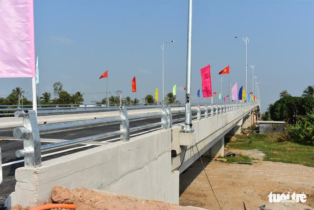 Khánh thành cầu Tân An lớn nhất tỉnh An Giang - Ảnh 2.