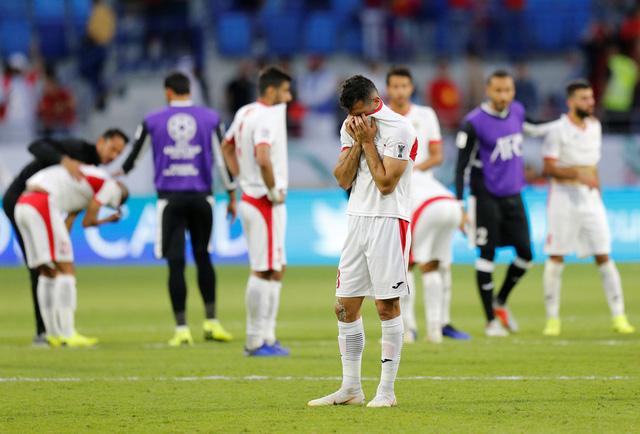 Liên đoàn bóng đá Jordan và trợ lý HLV bị phạt sau trận thua Việt Nam - Ảnh 1.
