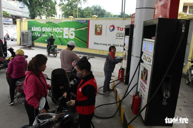 Không tăng giá xăng dầu trước Tết Nguyên đán - Ảnh 1.