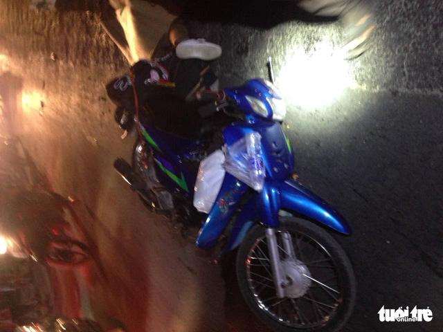 Truy tìm xe khách cán chết người ở Tiền Giang rồi bỏ trốn - Ảnh 1.