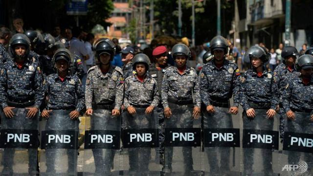 Venezuela bắt giữ 5 nhà báo nước ngoài - Ảnh 1.