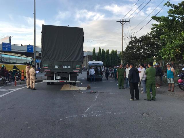 Thai phụ bị xe tải cán chết trên đường đi khám thai - Ảnh 1.