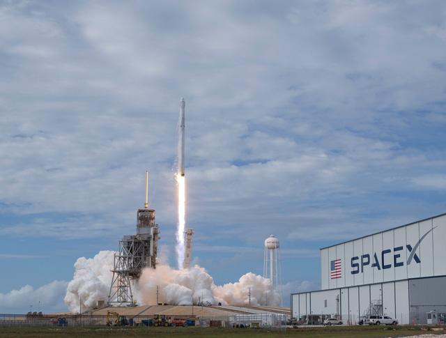 Ông Trump tham vọng dẫn đầu chinh phục không gian - Ảnh 5.