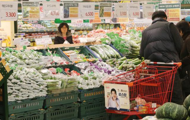 Hàn Quốc chính thức cấm siêu thị cung cấp túi ni lông cho khách hàng - Ảnh 1.
